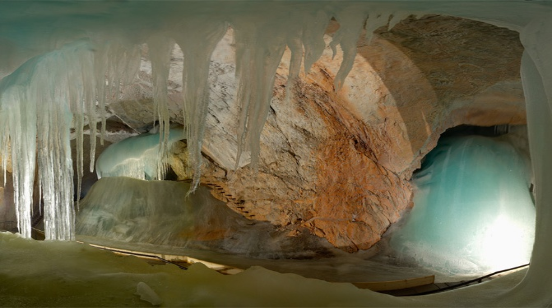 Самая большая ледяная пещера в мире – Айсризенвельт