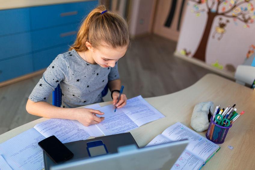 Школьная «дистанционка»: Как организовать учебу дома без стресса?